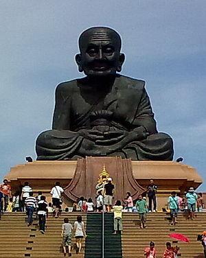 300px-Great_statue_of_Luang_Pu_Thuat,_Wat_Huai_Mongkol,_Prachuap_Khiri_Khan.jpg